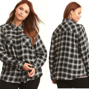 Torrid Black/White Plaid Studded Button Up Size 2